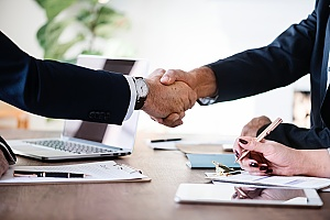 a handshake between a business owner and his IT support partner