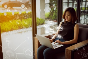women looking up Vendor Security Risk Management